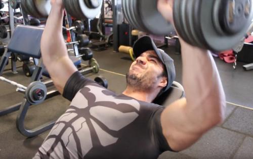 Comment muscler le haut des pectoraux?
