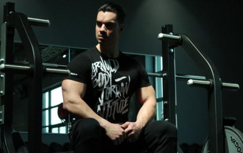 5 exercices à faire avec un banc de musculation