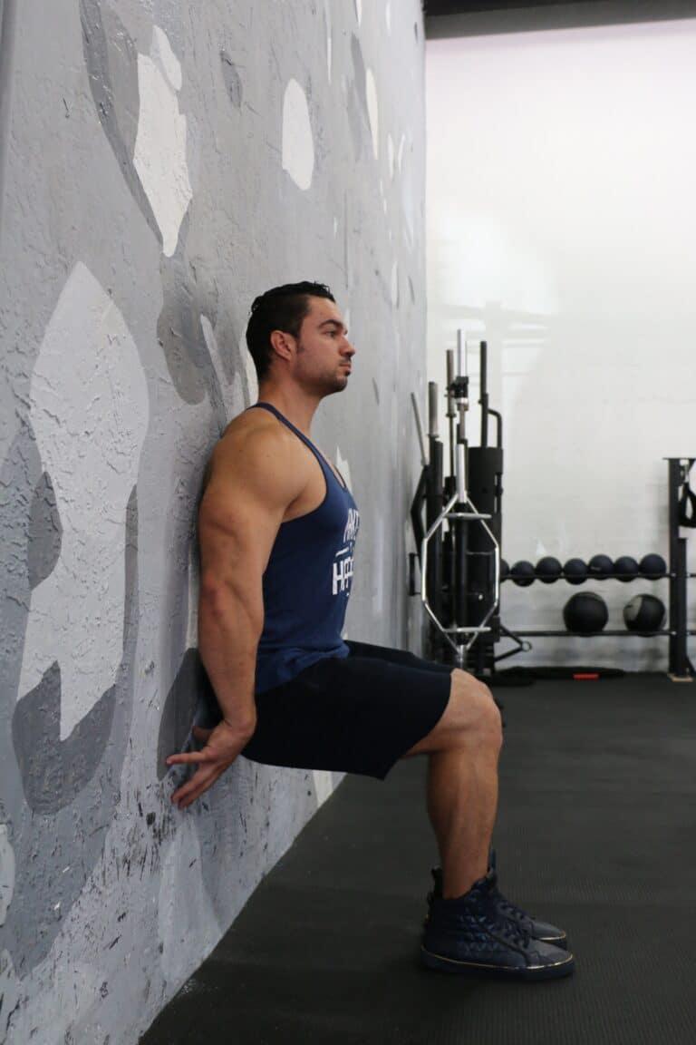 Tout savoir sur l'exercice de la chaise en musculation