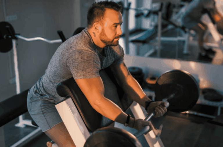 Larry Scott curl : L'un des meilleurs exercices pour les biceps